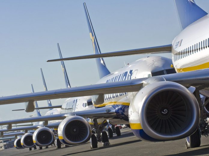low cost ryanair-Boeing-travel-labs-spain-contratacion