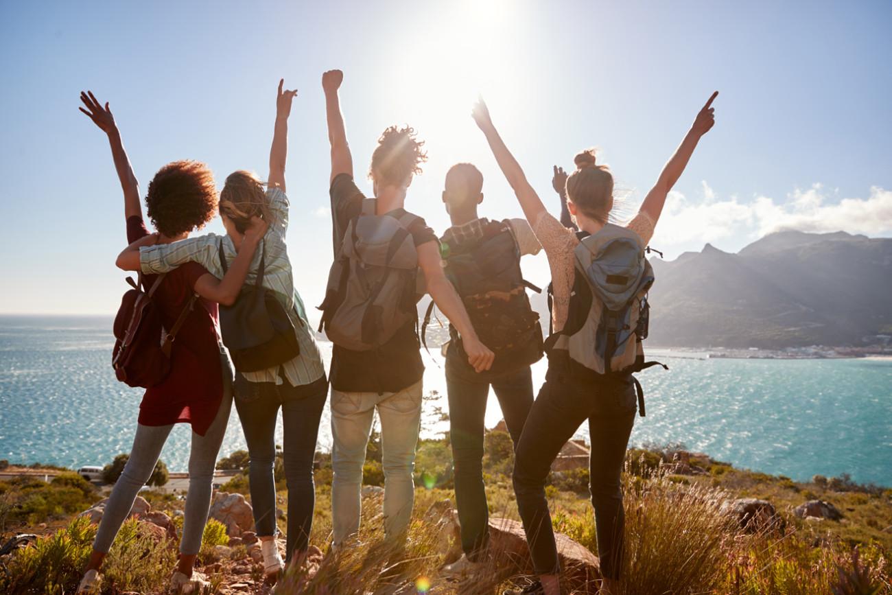 millennials viajeros jóvenes generación Z naturaleza